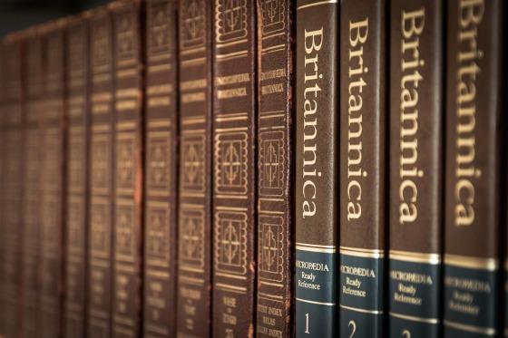 library-488678_1280.jpg